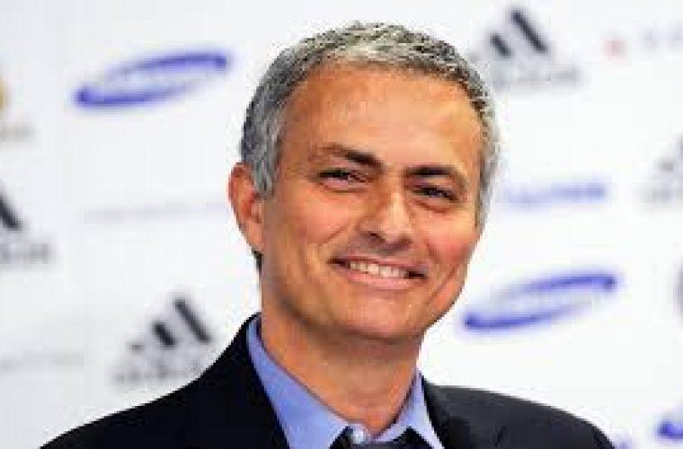 """Manchester United Manager Jose Mourinho """"Regularly Calling"""" Neymar"""