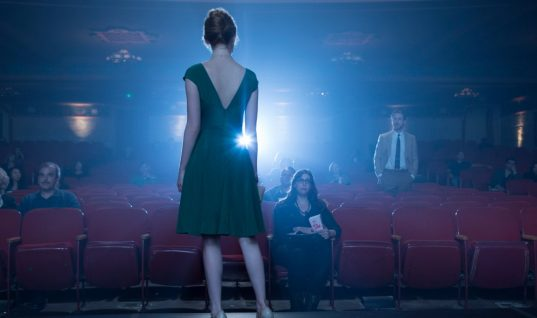 La La Land Wins Best Film at Directors' Guild Awards in Oscars Build-Up