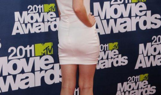 Beauty & The Beast Star Emma Watson Wins First Gender – Neutral MTV Award